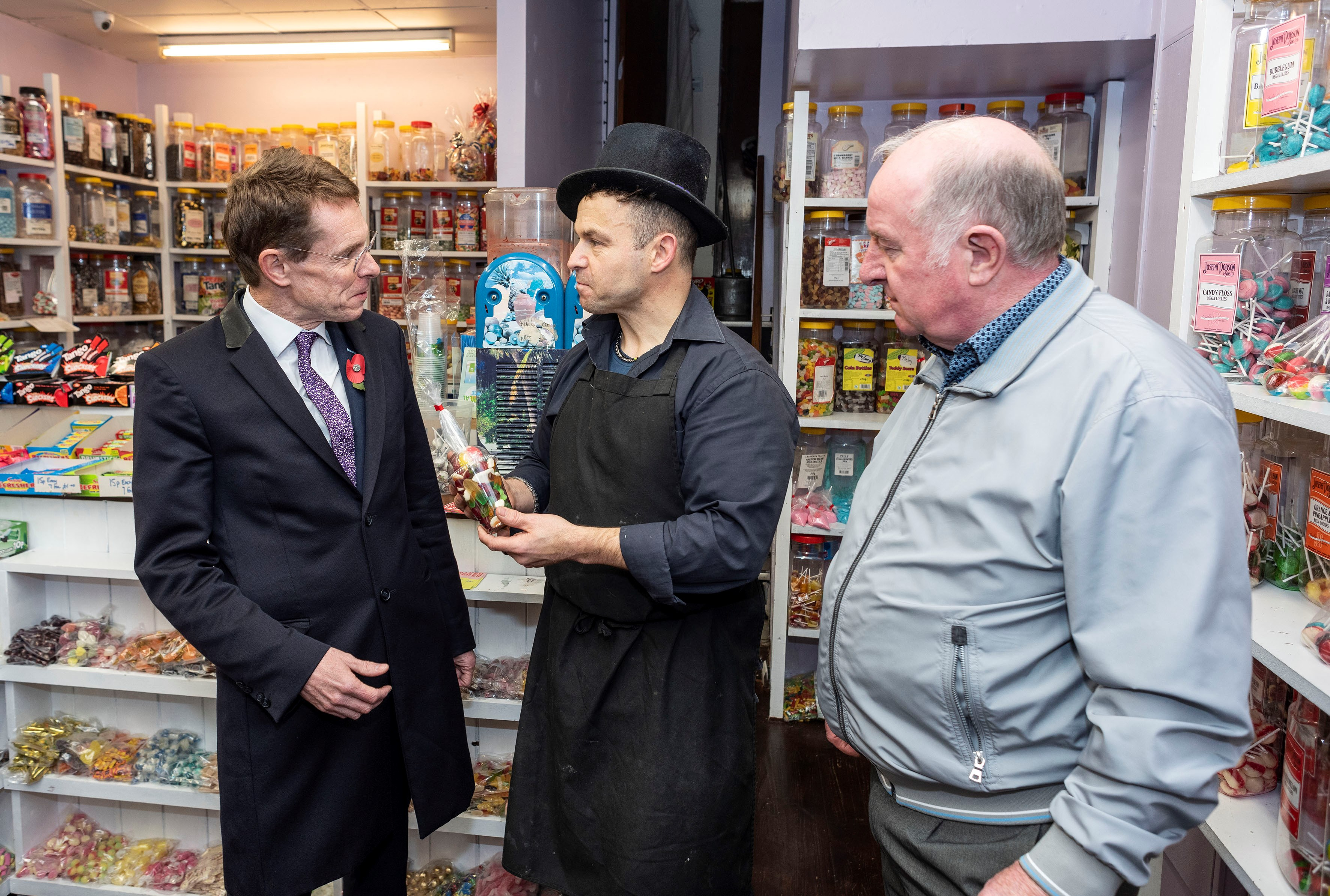 Mayor pledges support for funding bids to transform high streets