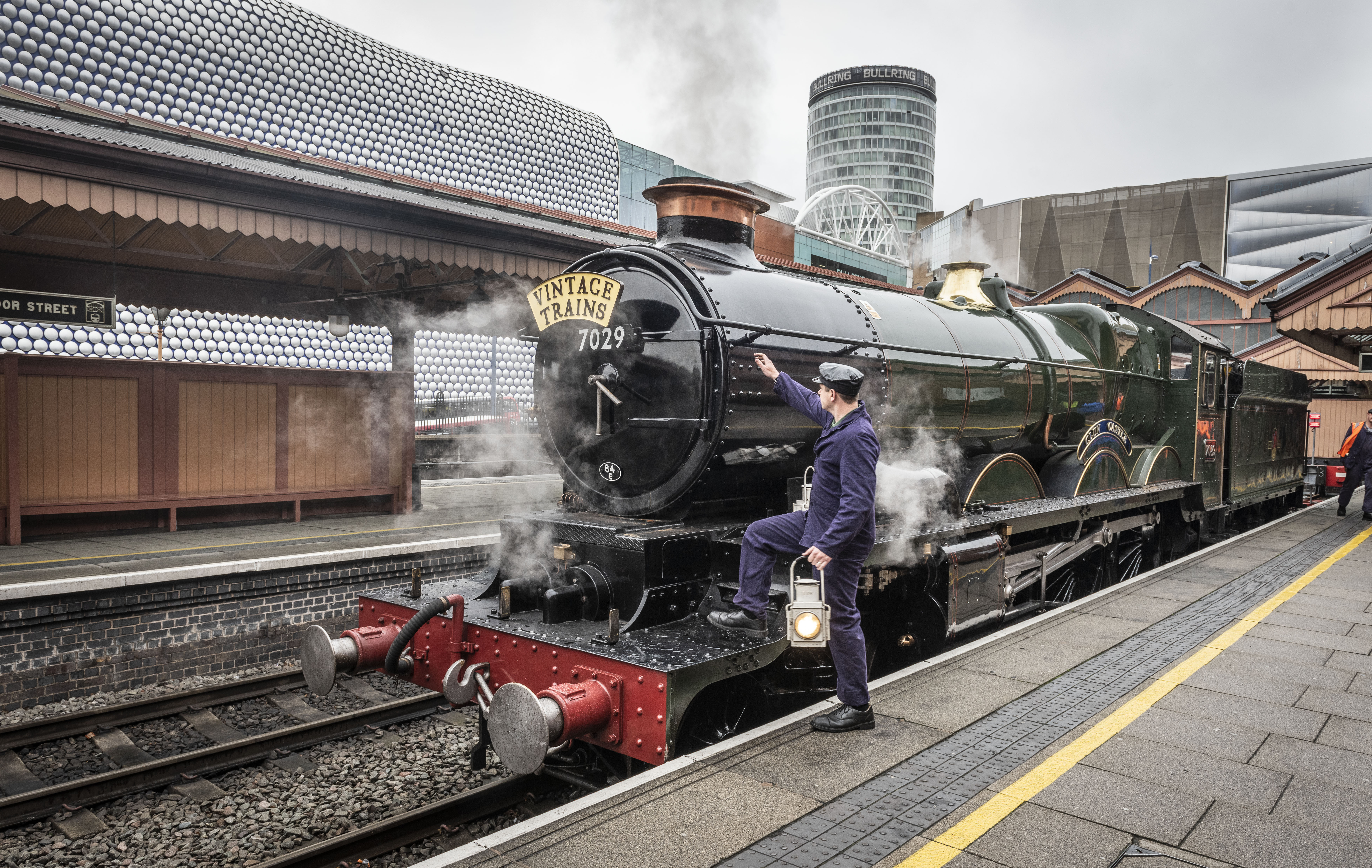 Clun Castle steam engine rolled into Moor Street Station to celebrate new Vintage Trains partnership