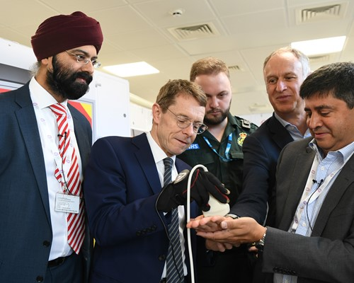 Mayor shown how 5G has the power to save patients' lives